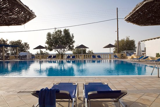 Kamari Beach Hotel: Swimming pool