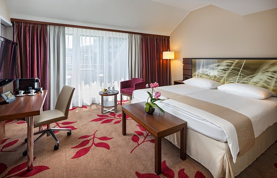 Hotel Ascot: Deluxe Room King Bed