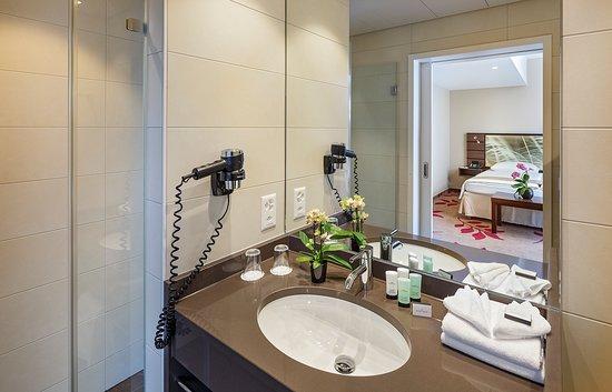 Hotel Ascot: Bathroom