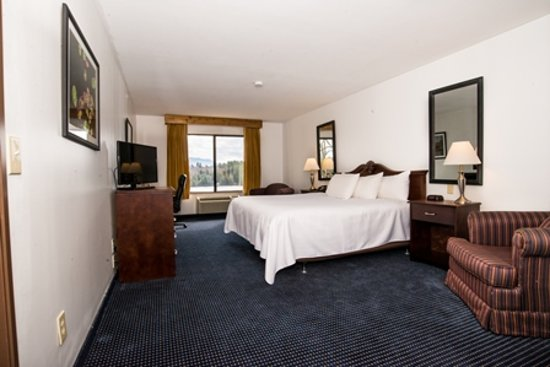 Lake Placid Summit Hotel: king bedroom, newly renovated