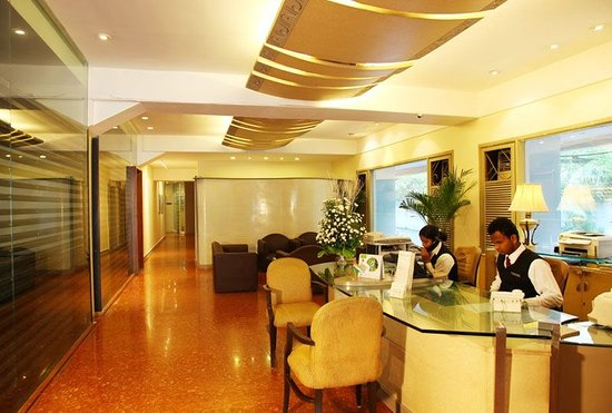 Royal Garden Hotel: Reception