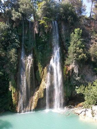 Sillans-la-Cascade, Francia: la cascade et une partie du lagon