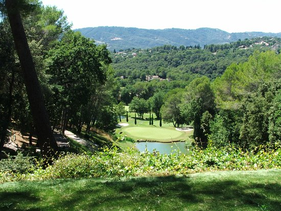 Royal Mougins Golf Club: Hole 2 looking down. Actual backtee closed - this is yellow with a white marker