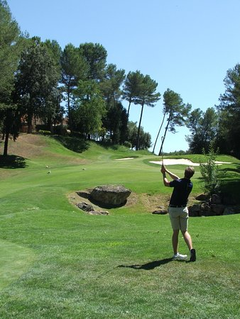 Royal Mougins Golf Club: 11 second shot up the hill. Warning - hitting the fairway will block you from going to the pin (