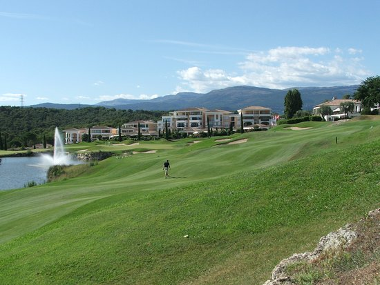 Royal Mougins Golf Club: 18th hole, par 5 with resorts in the background