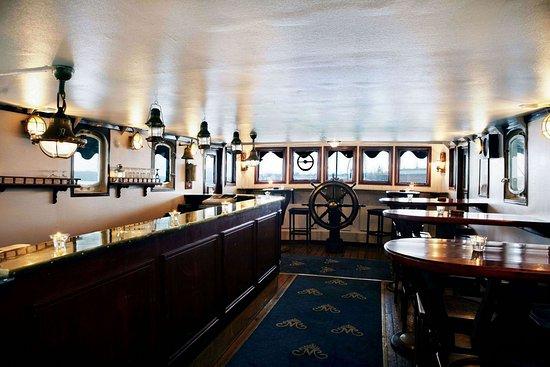 Malardrottningen Yacht Hotel and Restaurant: Captain's Bar
