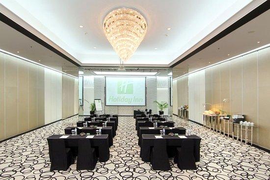 Holiday Inn Bandung: Berlian Ballroom with classroom set up