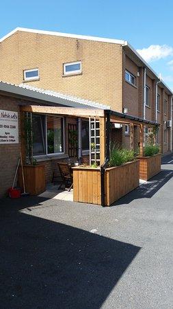 Banbridge, UK: Top Notch outside seating