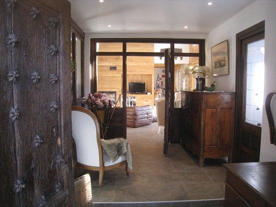 Formiguères, Francja: Perspective du hall d'entrée vers le salon