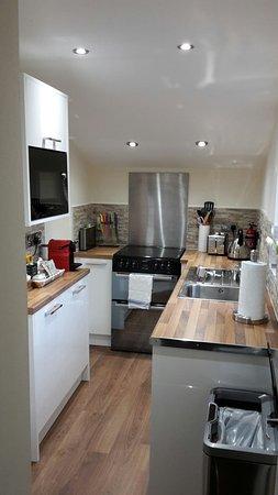 küche, bad, wohnzimmer - picture of carmel apartments, falkirk, Wohnzimmer