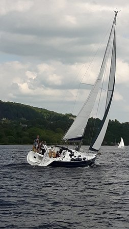 Bowness-on-Windermere, UK: Full sail to Ambleside