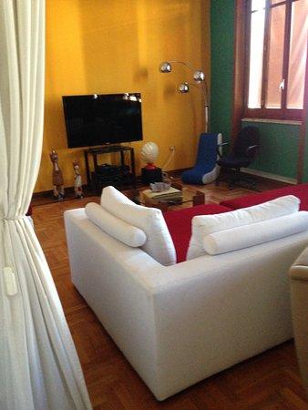 salon télé - Picture of B&B La Terrazza Sul Porto, Cagliari ...
