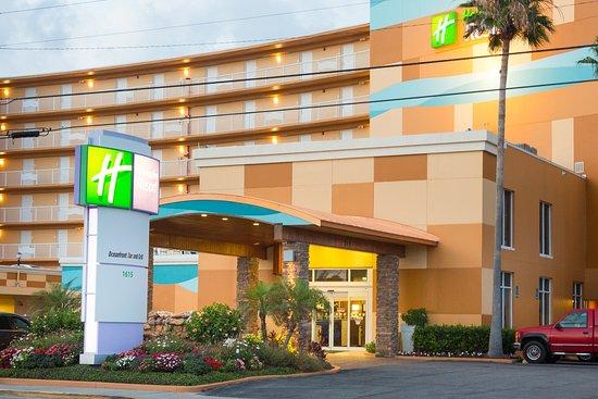 Holiday Inn Resort Daytona Beach Oceanfront: Beautifully landscaped front entrance