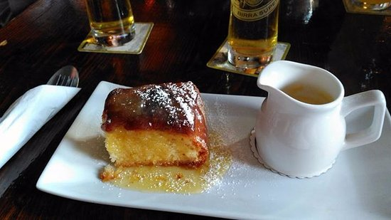 The Pack Horse Inn: Lemon cake with custard