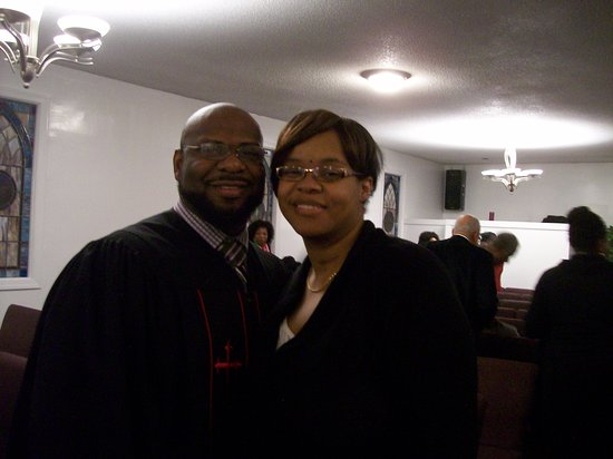 Macon, Северная Каролина: The current Pastor Nolan Davis and his wife, First Lady Jamie.