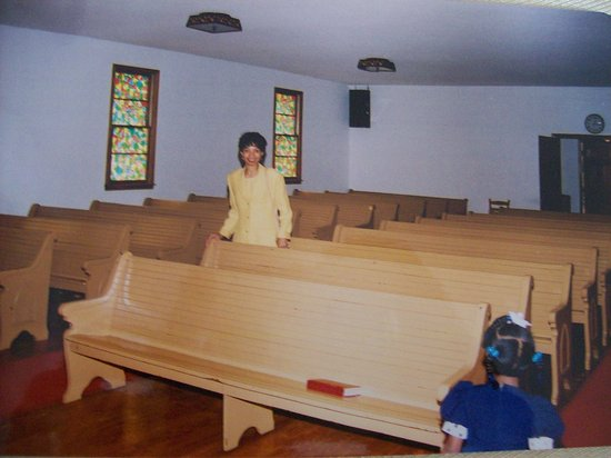 Macon, NC: Back in 2001 this was the interior of the Church, but now it has changed.