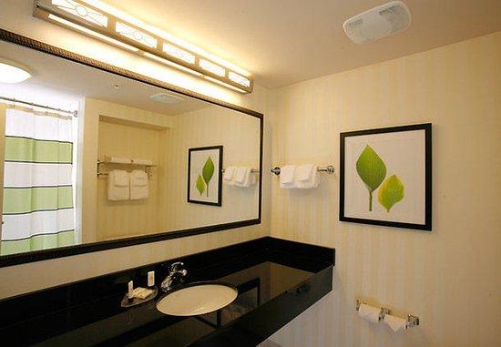 Fairfield Inn & Suites Melbourne Palm Bay/Viera: Guest Bathroom