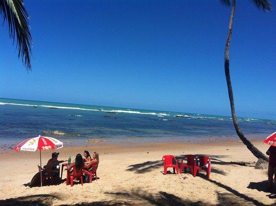Milk Beach Pub: Praia de Garça Torta em frente ao Milk