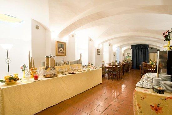 Residence La Contessina: Colazione a buffet/Buffet breakfast