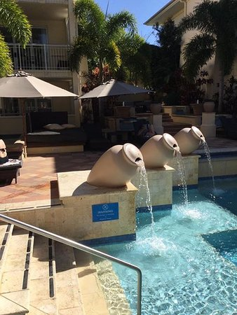 The Sebel Noosa: Fountains and pool area