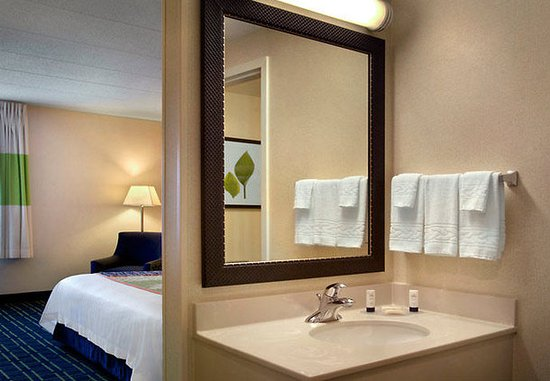 Fairfield Inn Amesbury: Guest Bathroom