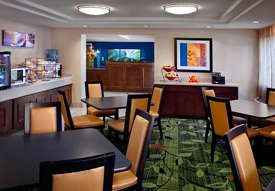 Fairfield Inn Amesbury: Breakfast Area
