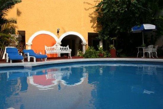 Suites Cancun Centro: Pool
