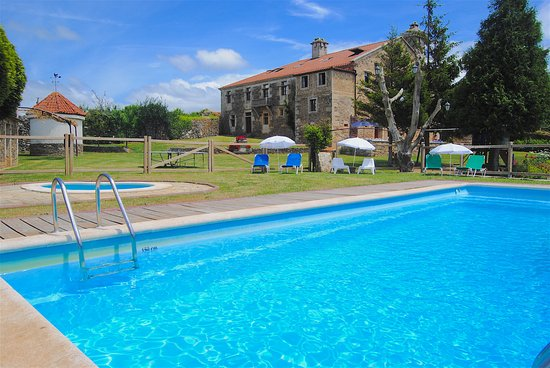 Pazo do souto carballo a coru a opiniones comparaci n for Piscina carballo