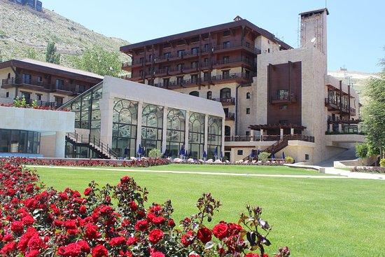 InterContinental Mzaar Mountain Resort & Spa: Hotel Exterior