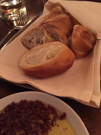 BlackSalt Fish Market & Restaurant: Warm bread selection