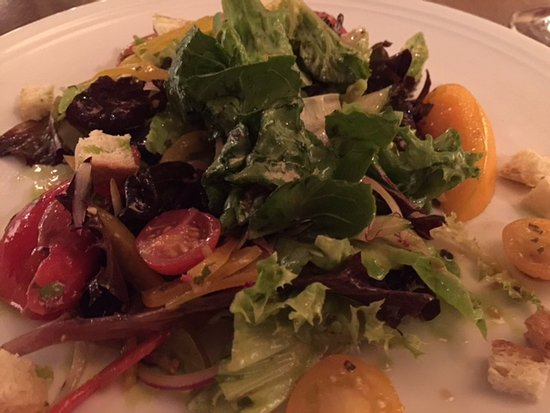 BlackSalt Fish Market & Restaurant: Seasonal heirloom tomato salad
