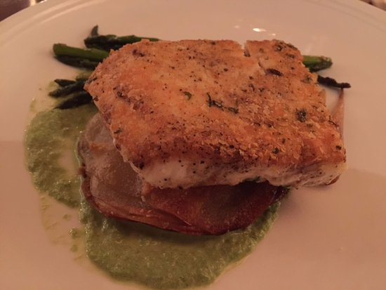 BlackSalt Fish Market & Restaurant: Potato-crusted halibut