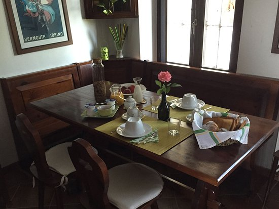 Montegrosso d'Asti, Italia: The breakfast dinette