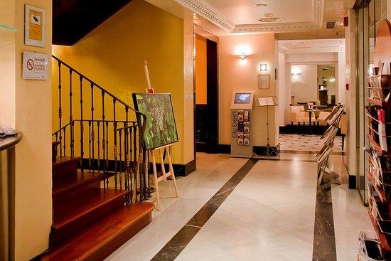 Lusso Infantas: Hotel lobby