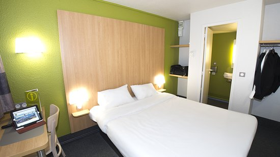 b b hotel poitiers 2 reviews price comparison chasseneuil du poitou france tripadvisor. Black Bedroom Furniture Sets. Home Design Ideas