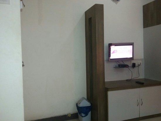 Hotel Gokul: 20160720_224716_large.jpg