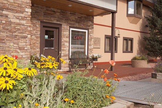 Valley Hi Motel: Exterior