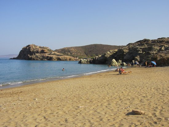 Lasithi Prefecture, Grecia: The beach looking towards the archaeological site