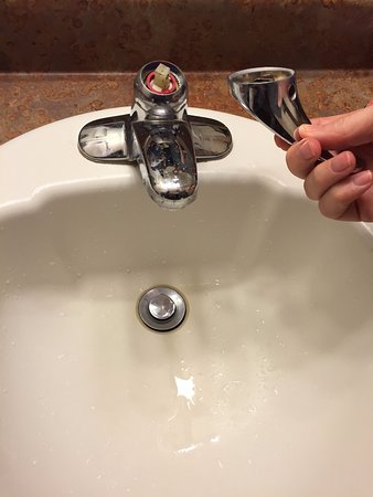 Travelodge Mt. Rushmore/Keystone : This faucet handle kept breaking off-I gently touched used it and this happened.
