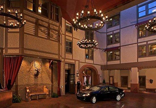 Grand Bohemian Hotel Asheville, Autograph Collection: Entrance