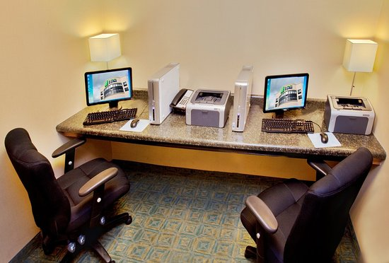 Waterloo, IA: Business center equipped with 2 computers and printers.