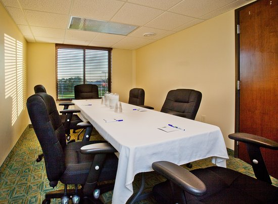Holiday Inn Express Waterloo offers 800 sq ft of meeting space.