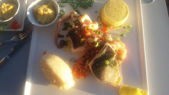 Saint-Cyr-sur-Mer, Francia: parillade de poisson