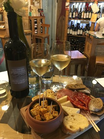 In Vino : The perfect sip and nibble