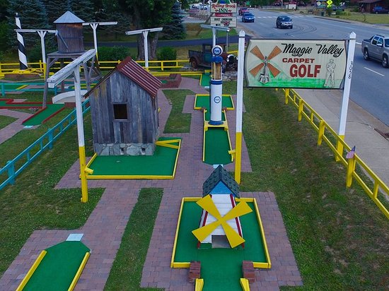 ‪Maggie Valley Carpet Golf‬