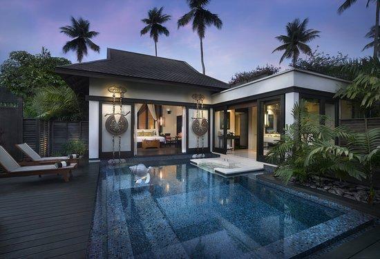Anantara Mai Khao Phuket Villas: Sala Pool Villa At Night