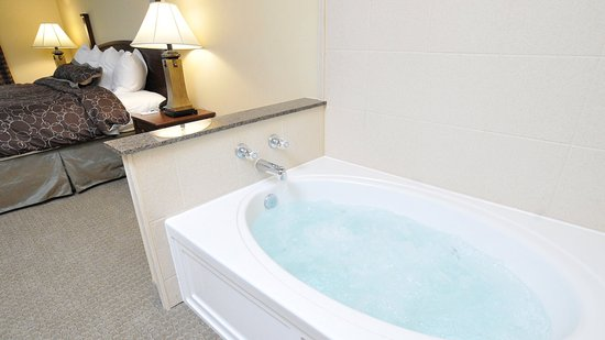 Clarence, NY: Jacuzzi Suite