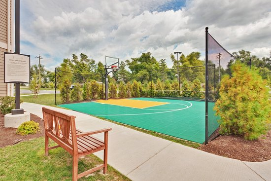 Clarence, NY: Sport Court