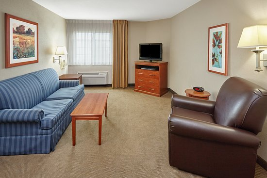 Aurora, IL: ADA/Handicapped accessible One Bedroom Suite living area