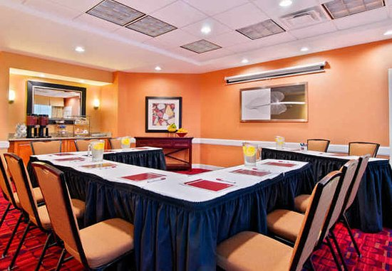 Порт-Сент-Люси, Флорида: Host your next business or social event in our flexible meeting space.